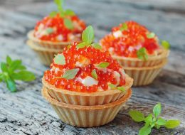 Самый вкусный салат с креветками: топ популярных рецептов