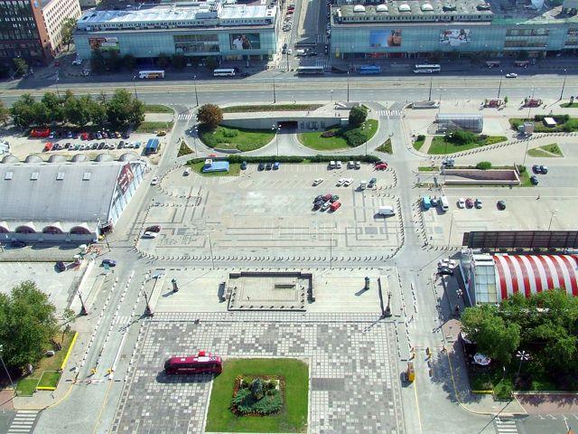 Самая большая площадь в европе, где она находится