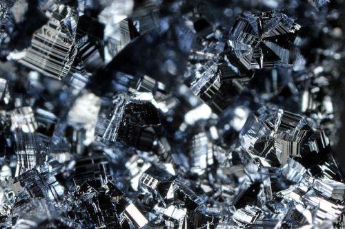 Самый прочный и крепкий металл в мире, наиболее легкие металлы на земле