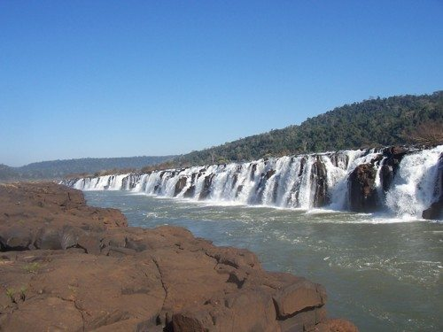 Где находится самый широкий водопад в мире