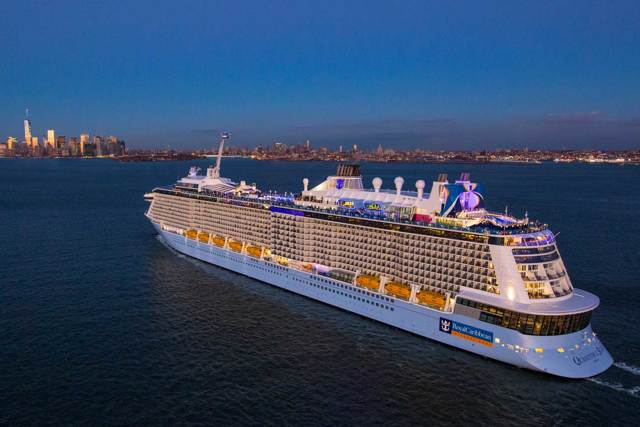 Какой самый большой лайнер в мире: круизные пассажирские корабли