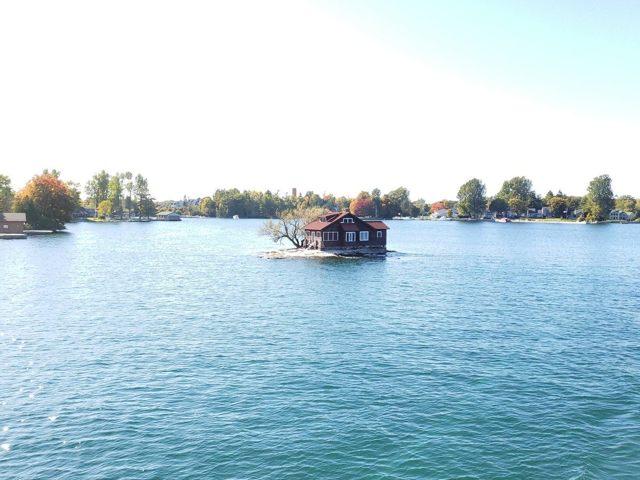 Какой самый маленький остров в мире и где он находится