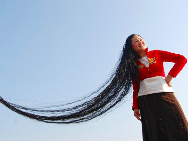 У кого самые длинные волосы в мире + фото их обладательниц