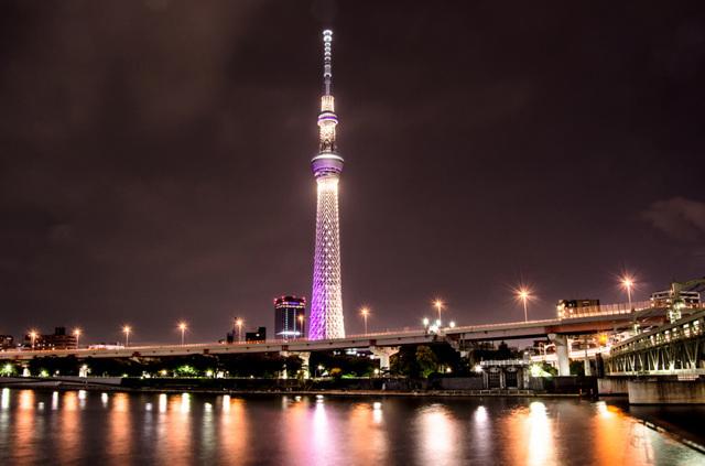 Какое самое большое здание в мире (по высоте и площади) + его фото
