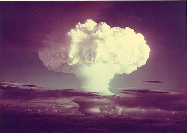 Какая самая мощная бомба в мире: ядерная или водородная?