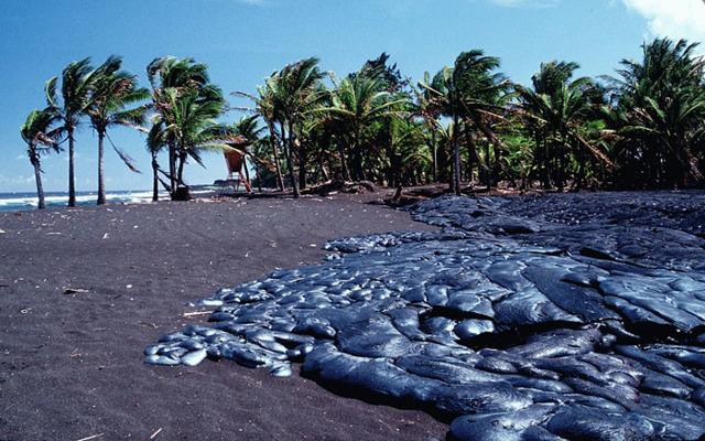 Самый опасный пляж в мире: обзор экстремальных пляжей
