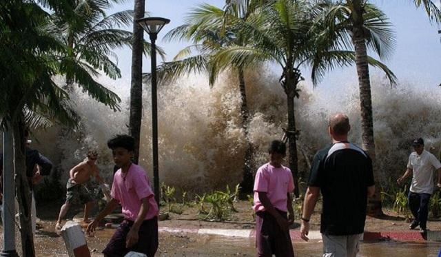 Самая большая и высокая волна в мире: страшные цунами