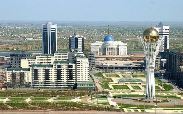 Какая самая большая страна в мире по площади и по населению?