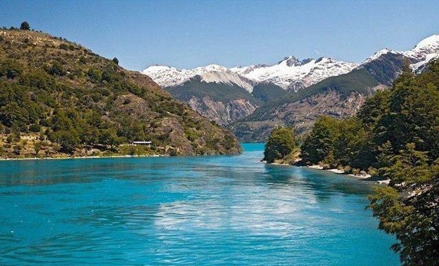 Какое самое глубокое озеро в мире и где оно находится?