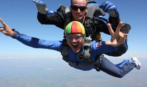 Откуда был сделан самый высокий прыжок с парашютом?