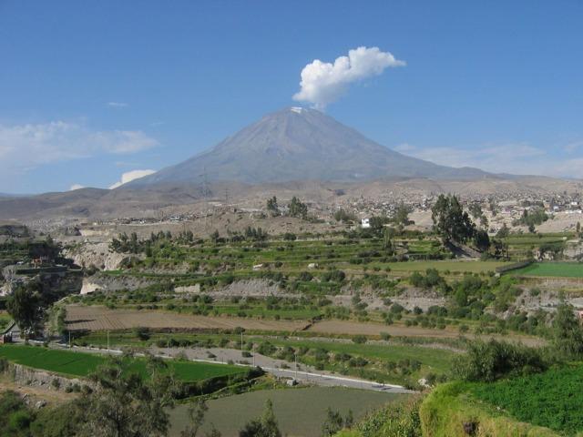 Самый большой и высокий вулкан в мире – насколько он опасный?