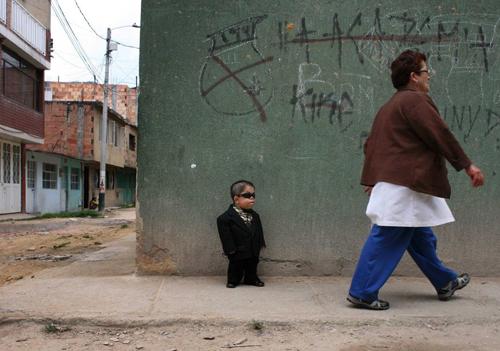 Какого роста самый низкий человек в мире + фото и видео