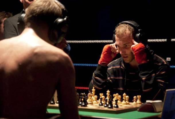 Какой вид спорта самый скучный: шахматы, керлинг или бег?